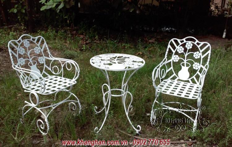 Bộ bàn ghế sắt mỹ thuật cho sân vườn