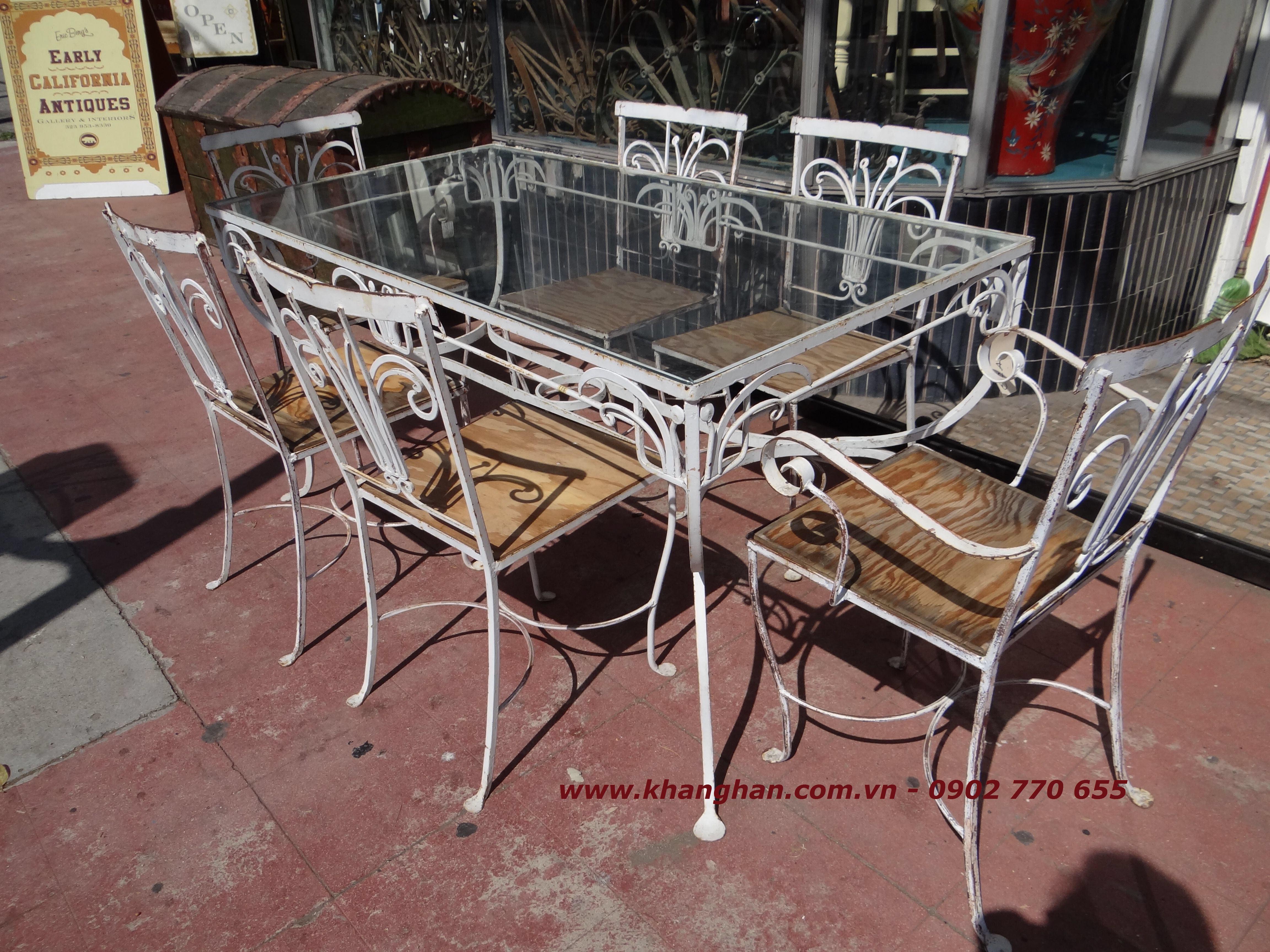 Bộ bàn ghế sắt uốn nghệ thuật đẹp cổ điển