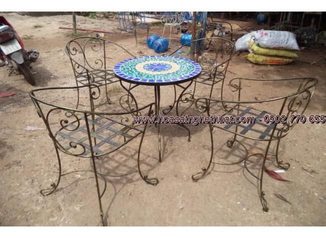 Đón chào xuân mới cùng bàn ghế sắt rèn nghệ thuật duyên dáng và sang trọng
