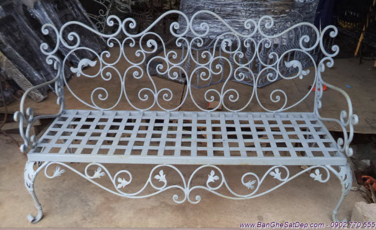 Ghế sofa sắt rèn nghệ thuật Khang Hân kết hợp vẻ đẹp phụ kiện sắt