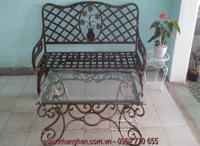 Bàn ghế giả cổ sắt nghệ thuật Khang Hân hòa nhập vào không gian sống gia đình bạn