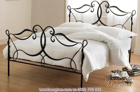 Giường sắt uốn nghệ thuật sang trọng phong cách Ý.