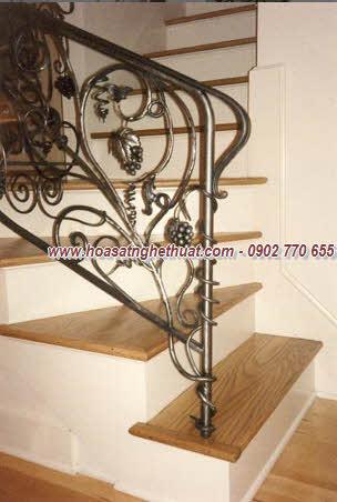 Lan can, cầu thang ấn tượng với sắt uốn mỹ thuật