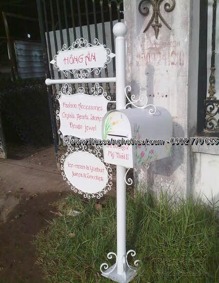 Thùng thư sắt nghệ thuật duyên dáng , sang trọng cho nhà biệt thự, nhà phố