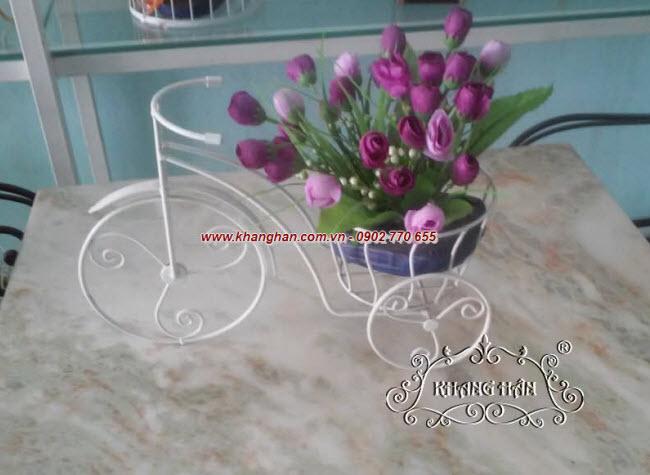 Xe đạp hoa bằng sắt uốn