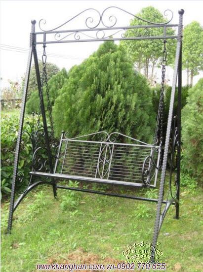 Xích đu sắt mỹ thuật đẹp duyên dáng cho sân vườn nhà bạn