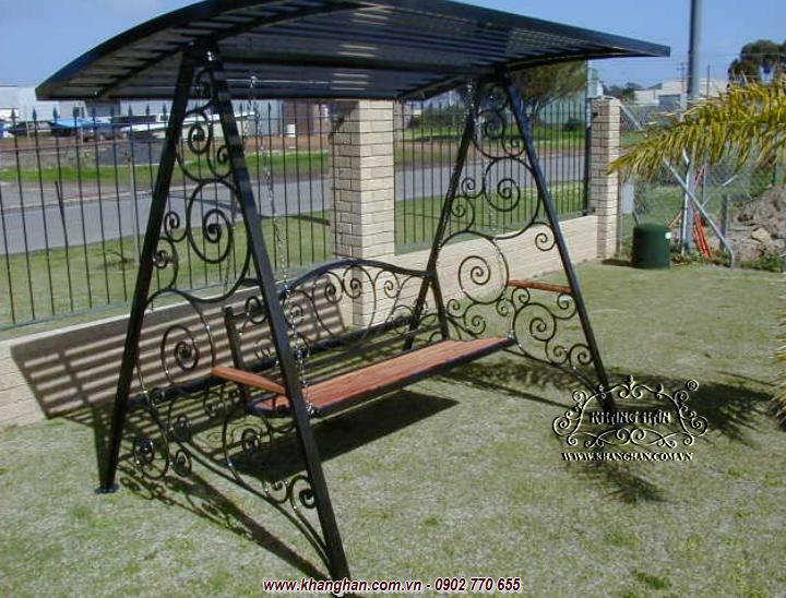Xích đu sắt rèn nghệ thuật hoa văn độc đáo dành cho sân vườn