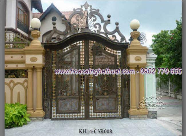 Cổng sắt đặc rèn nghệ thuật kết hợp ấn tượng với phụ kiện sắt