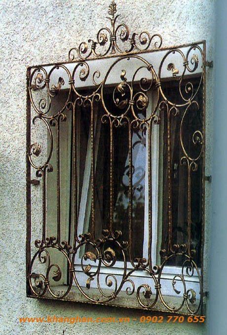Cửa sổ sắt đặc rèn nghệ thuật với tông màu giả cổ cùng phụ kiện sắt