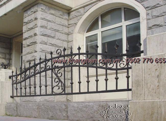 Khung bảo vệ cửa sổ bằng sắt đặc rèn nghệ thuật cán cạnh cùng phụ kiện sắt