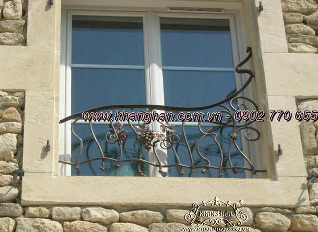 Khung cửa sổ bằng sắt đặc uốn nghệ thuật và phụ kiện dây nho độc đáo