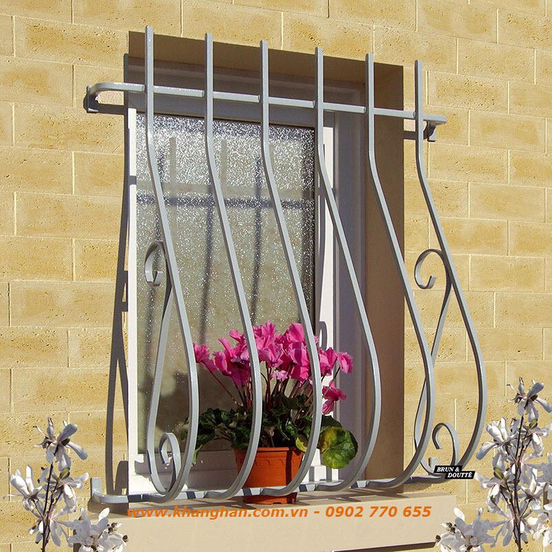 Khung cửa sổ sắt đặc rèn nghệ thuật đẹp giản đơn