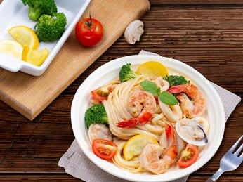 Cách làm salad rong nho kèm hải sản