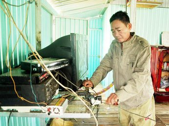 Điện năng lượng mặt trời cho bè cá