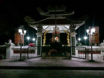 Lắp đèn năng lượng mặt trời tại nhà bia tưởng niệm Anh hùng liệt sĩ Quảng Trị