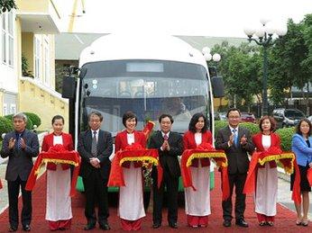 Xe buýt dùng năng lượng mặt trời ở đảo Cát Bà
