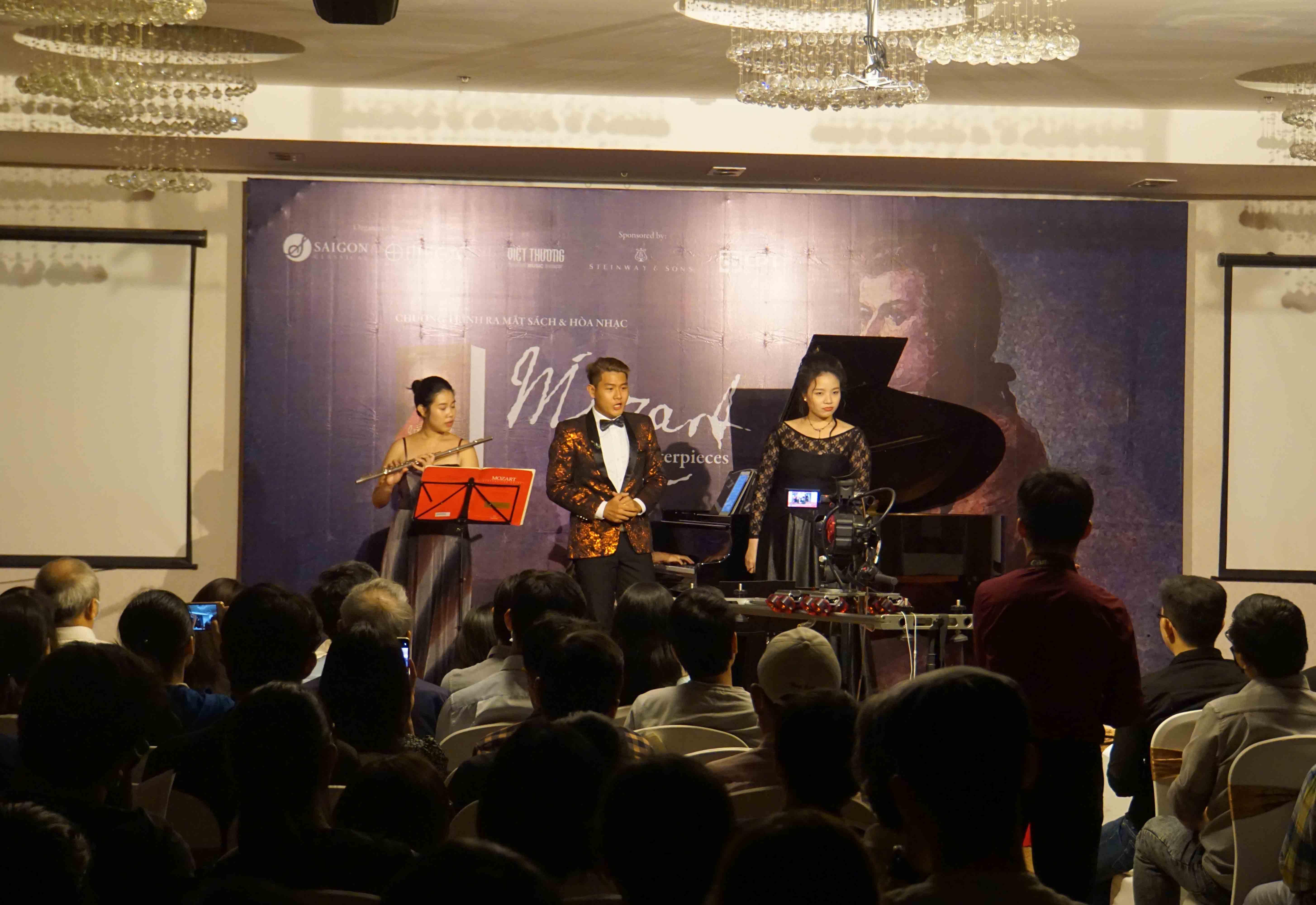 """Chương trình hòa nhạc với chủ đề """"Mozart: Masterpieces"""" thu hút rất đông bạn trẻ tham dự"""