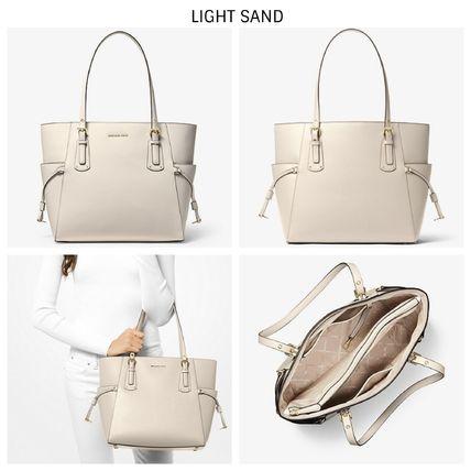 Túi xách Michael Kors hàng hiệu cao cấp Voyager Light Sand Small Crossgrain Leather Tote Bag,  túi xách michael kors hàng hiệu nữ dạo phố, túi xách MK giành cho nữ công sở, giỏ xách MK đeo vai hàng hiệu chính hãng màu kem
