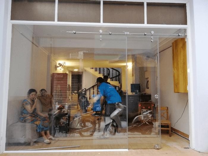 Báo giá cửa kính lùa treo, trượt treo, cửa tự động giá tốt TpHCM 2020