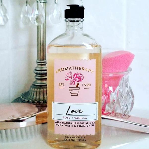 Sữa tắm trị liệu tinh dầu hoa Hồng Love Rose + Vanilla - Bath & Body Works 295ml