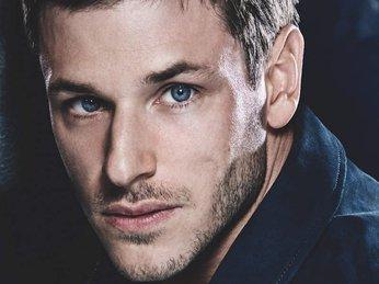 Bleu de Chanel Eau de Parfume dành cho quí ông đẹp trai, ấm áp.