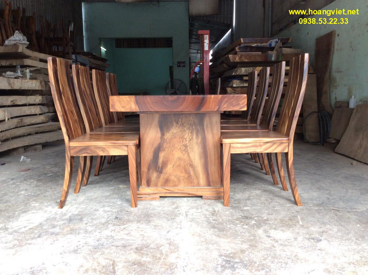 Mẫu bàn ăn gỗ nguyên khối đẹp nhất nhì trên trị trường.