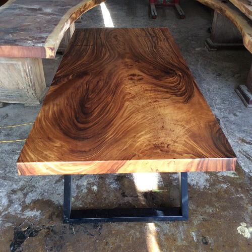 Bàn gỗ me tây nguyên tấm đảm bảo chất lượng nhờ tẩm sấy.
