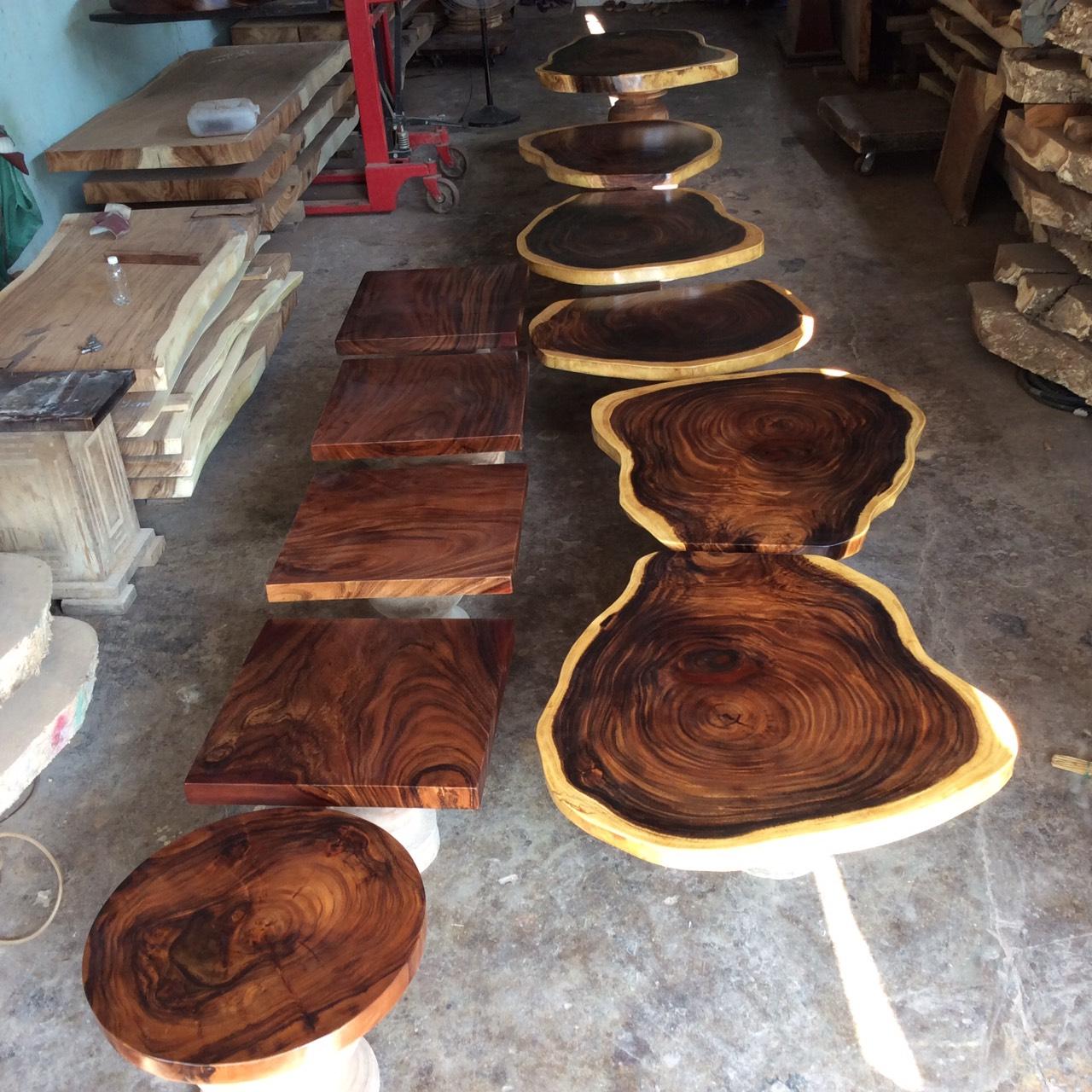 Vẻ đẹp tuyệt vời của bàn tròn cafe giá rẻ bằng gỗ me tây.