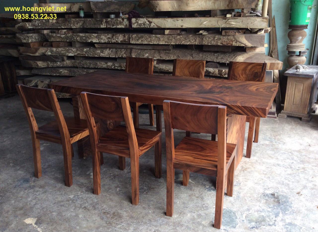 Khám phá vẻ đẹp độc tôn của bộ bàn ăn 6 ghế gỗ tự nhiên nguyên khối.