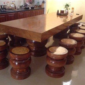Bàn ghế gỗ nguyên khối