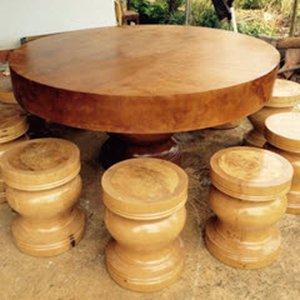 Bàn tròn gỗ nguyên khối