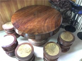 Bàn ăn bằng gỗ đẹp